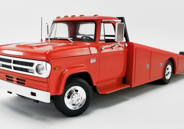 A1801900 – 1970 Dodge D-300 1:18th Burnt Orange Ramp Truck