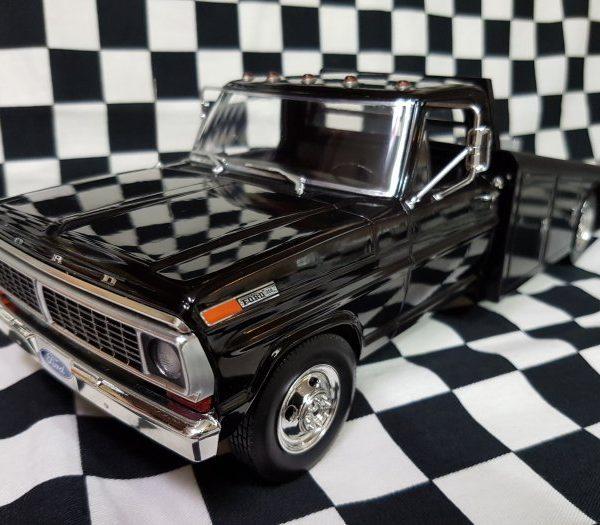 A1801400 – 1970 Ford F-350 Black 1:18th Ramp Truck